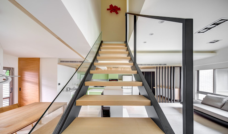Asian style corridor, hallway & stairs by 唯創空間設計公司 Asian