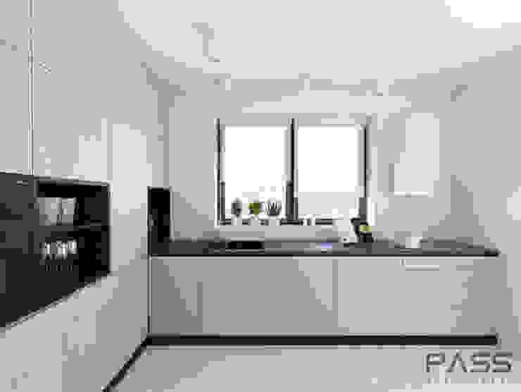 Modern style kitchen by PASS architekci Modern