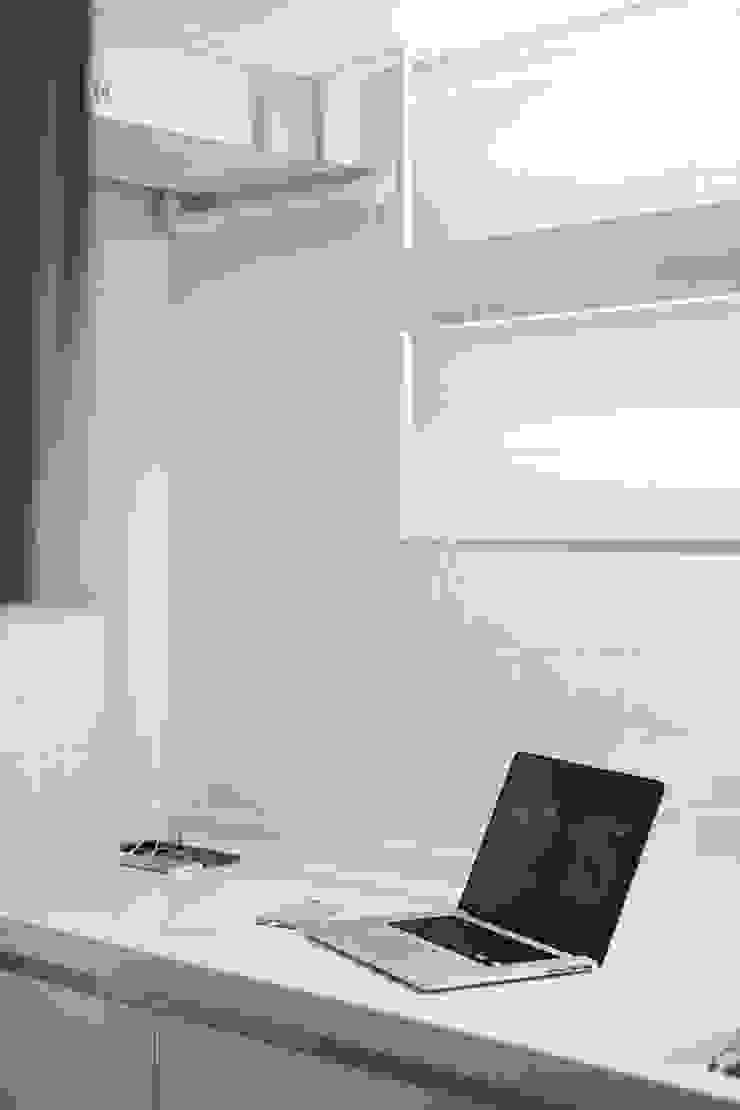 삼플러스 디자인 Ruang Media Modern