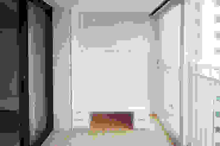 삼플러스 디자인 Balkon, Beranda & Teras Modern