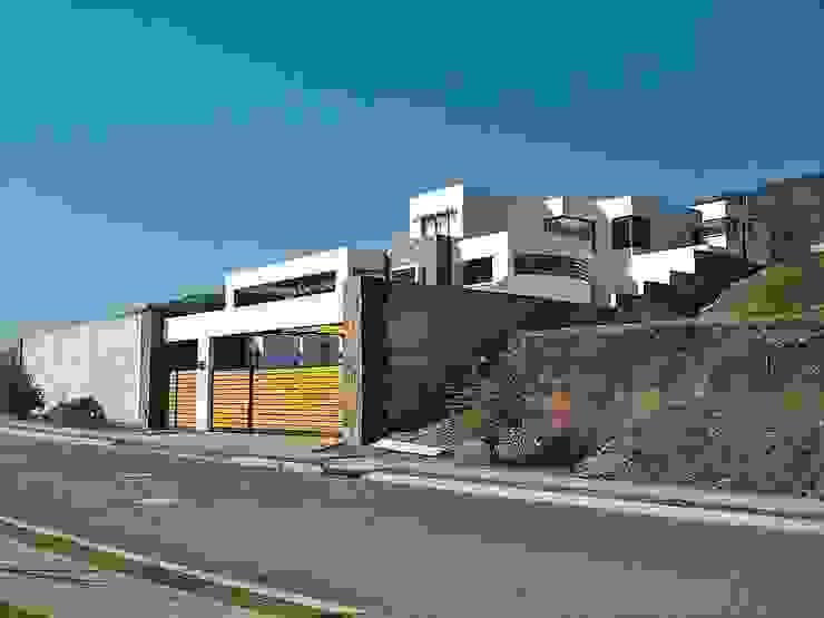 Casa en Pendiente 2 Casas estilo moderno: ideas, arquitectura e imágenes de Marcelo Roura Arquitectos Moderno Concreto reforzado