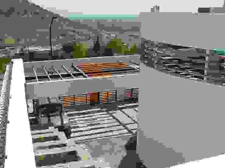 Casa en Pendiente 2 Casas estilo moderno: ideas, arquitectura e imágenes de Marcelo Roura Arquitectos Moderno Concreto