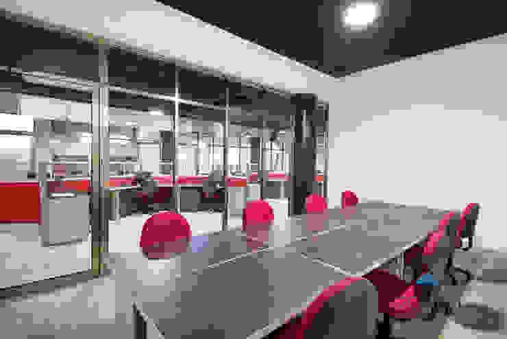 """""""Proyecto PE31"""" Salas multimedia industriales de PORTO Arquitectura + Diseño de Interiores Industrial"""
