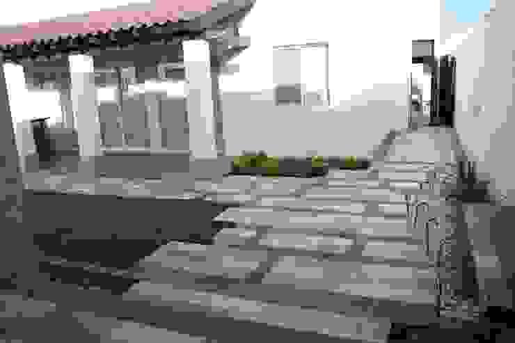 diseño de pisos Jardines de estilo moderno de Daniel Teyechea, Arquitectura & Construccion Moderno