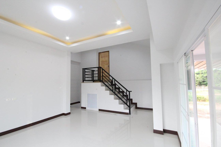 บ้านพักอาศัย ชั้นครึ่ง แนวโมเดิร์นทรอปิกคอล โดย Home Design Brand