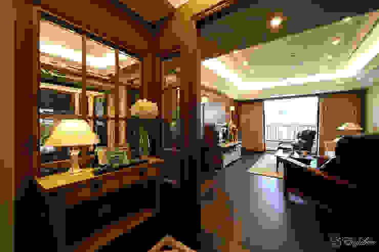 優雅內斂的紳仕風 經典風格的走廊,走廊和樓梯 根據 EasyDeco 藝珂設計 古典風