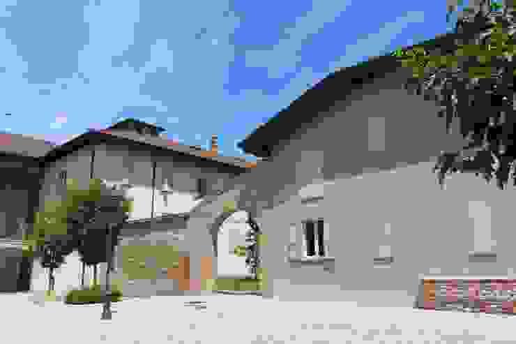 Architetto Giuseppe Sangalli Country style house Bricks