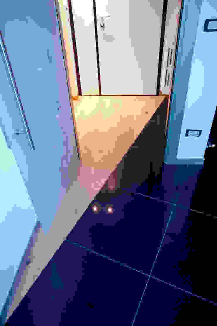 """<q class=""""-first""""> Starlight Stripe</q> Pareti & Pavimenti in stile minimalista di Luca Bucciantini Architettura d' interni Minimalista Legno Effetto legno"""