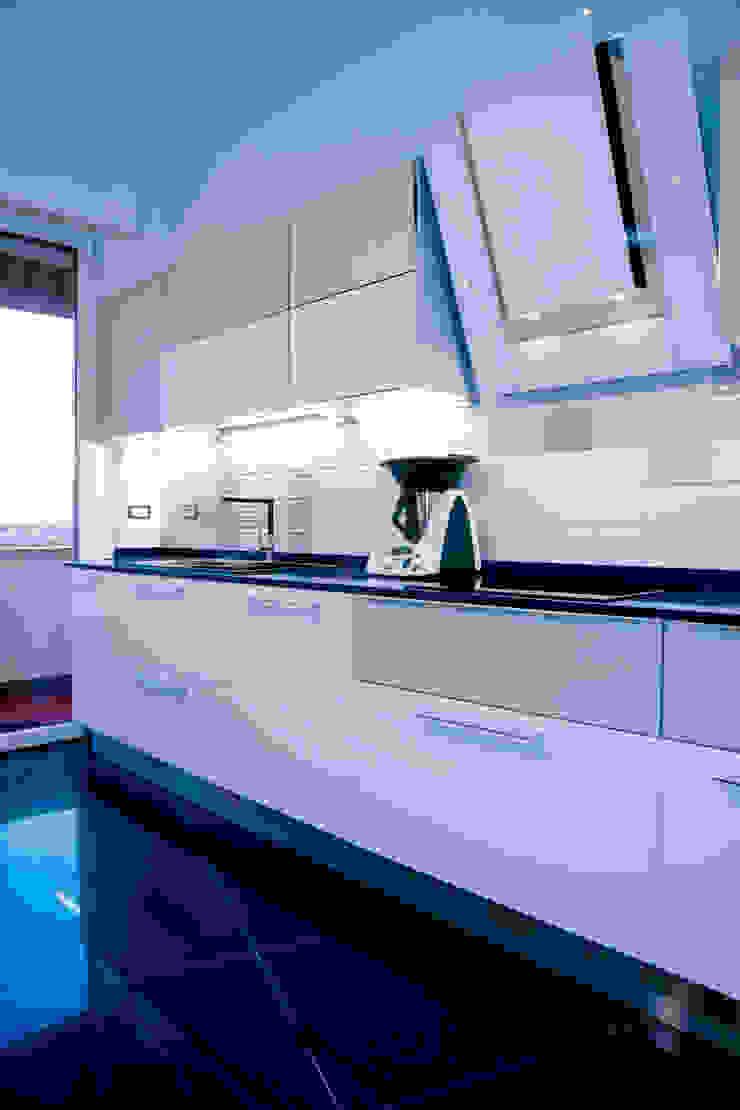 """<q class=""""-first""""> Starlight Stripe</q> Cucina minimalista di Luca Bucciantini Architettura d' interni Minimalista"""