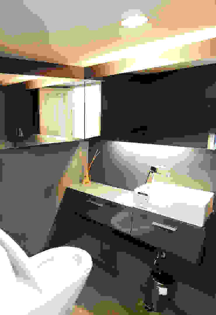 ห้องน้ำ โดย Backyard Construction อินดัสเตรียล