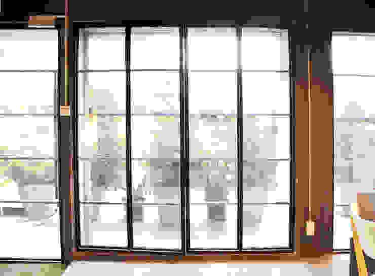ประตูทางเข้าหลัก โดย Backyard Construction อินดัสเตรียล