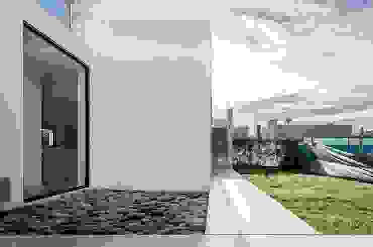 CASA TRN2 Casas modernas: Ideas, imágenes y decoración de ARQUITECTO MAURICIO PIZOLATTO Moderno