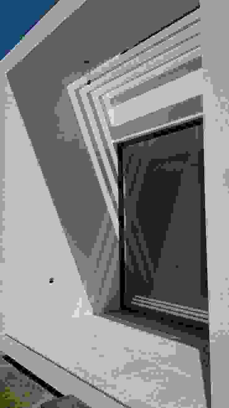 CASA TRN2 Puertas y ventanas modernas de ARQUITECTO MAURICIO PIZOLATTO Moderno