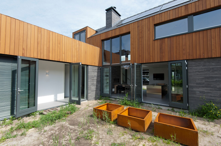 Modern home by Architect2GO Modern