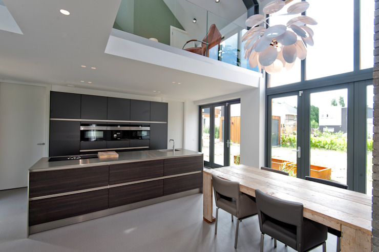 Modern dining room by Architect2GO Modern