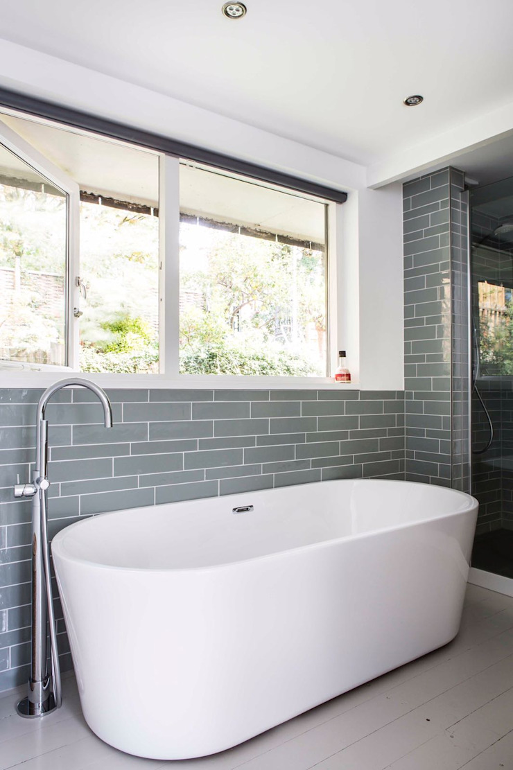 Modern bathroom by Architect2GO Modern