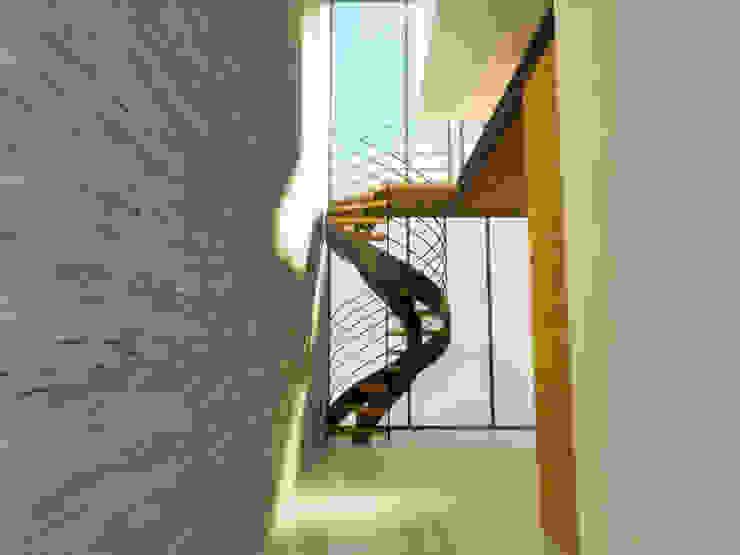 ACCESO A RECAMARA Pasillos, vestíbulos y escaleras minimalistas de DLR ARQUITECTURA/ DLR DISEÑO EN MADERA Minimalista