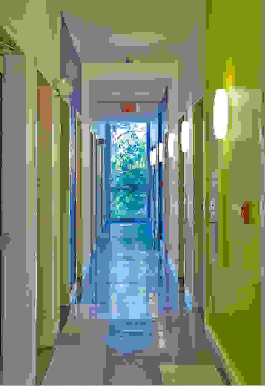 Zeta Beta Tau Fraternity House Reconstruction Modern Corridor, Hallway and Staircase by studioWTA Modern