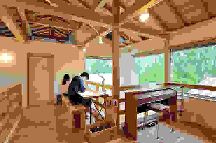 森をのぞむスタディースペース 株式会社 建築工房零 オリジナルデザインの 多目的室