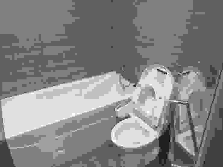 裝潢免百萬 實用機能宅 現代浴室設計點子、靈感&圖片 根據 捷士空間設計(省錢裝潢) 現代風 磁磚