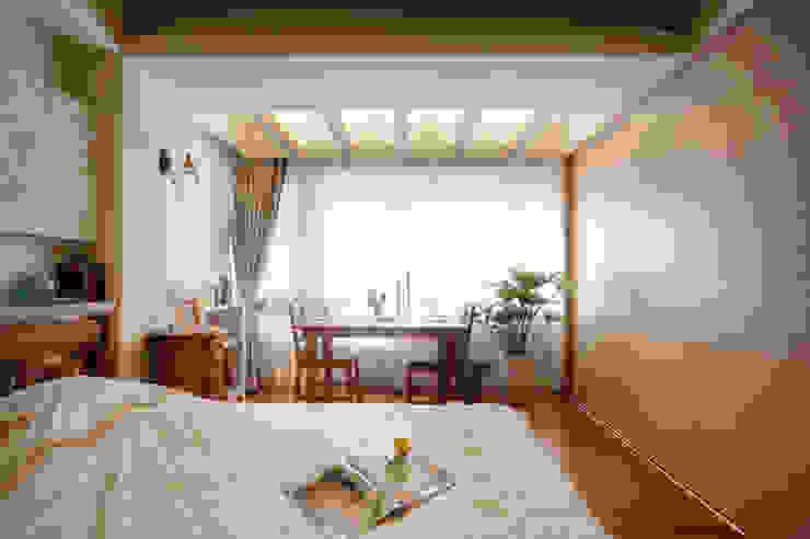 鄉村簡僕清靜典雅 Country style bedroom by 名昶室內設計 Country
