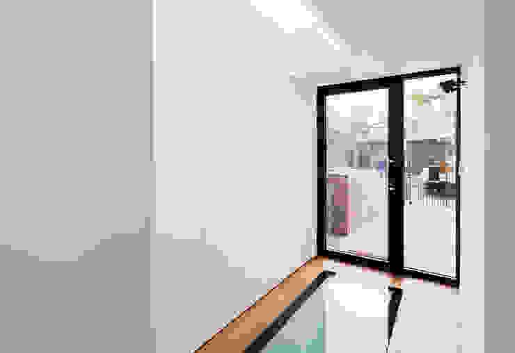 Modern corridor, hallway & stairs by Diamond Constructions Ltd Modern