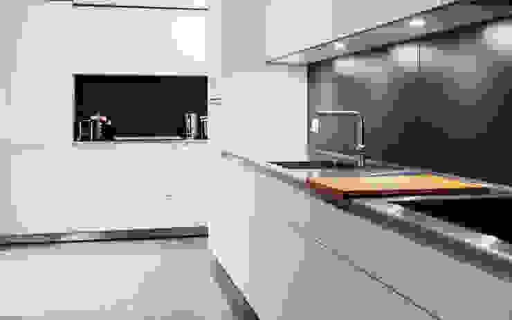Extension & House Renovation SW18—London Modern style kitchen by Diamond Constructions Ltd Modern