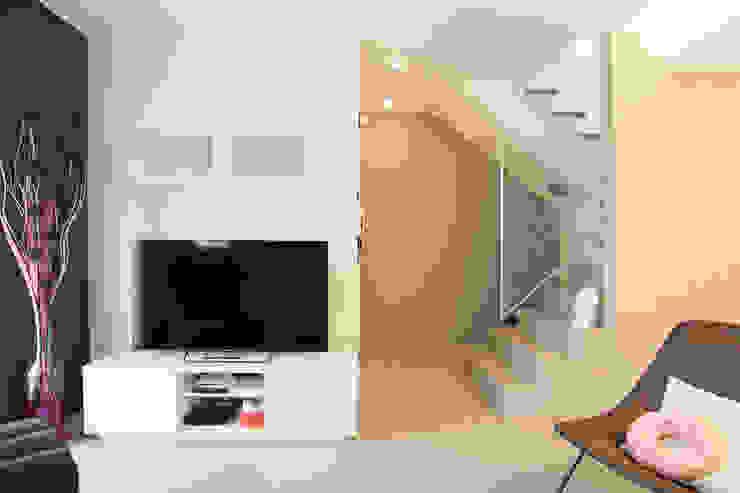 現代風玄關、走廊與階梯 根據 Rachele Biancalani Studio 現代風