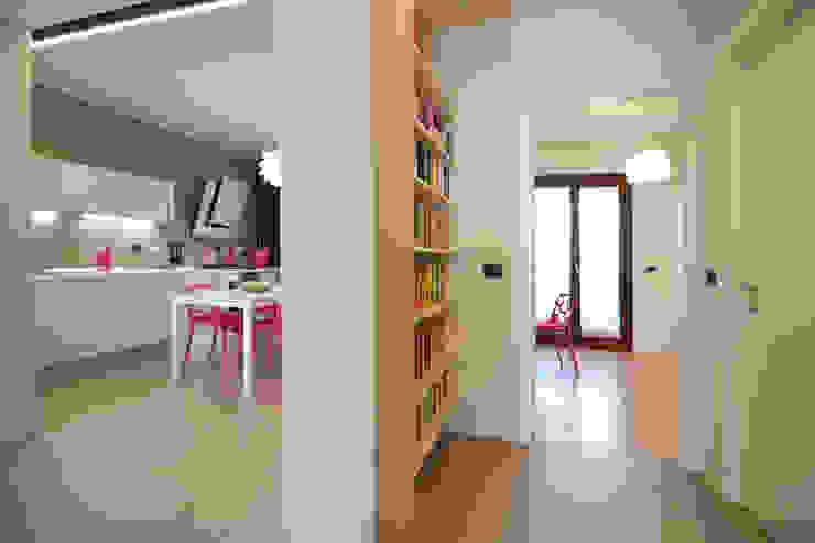 Modern Corridor, Hallway and Staircase by Rachele Biancalani Studio Modern
