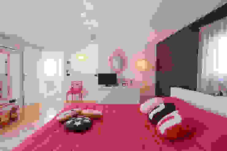 HOME SWEET (CANDY) HOME Camera da letto moderna di Rachele Biancalani Studio Moderno