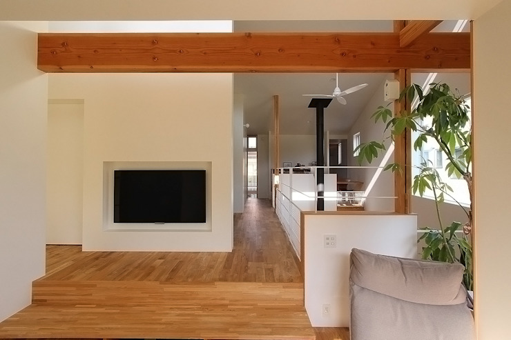 Modern living room by MAG + 宮徹也建築計画 Modern Wood Wood effect