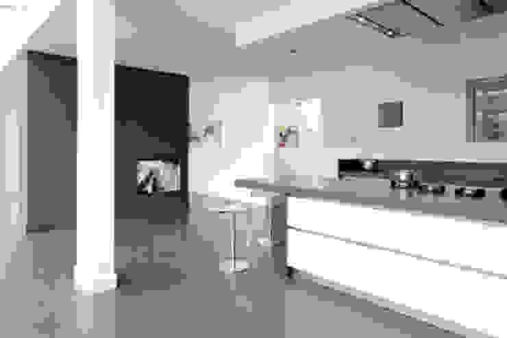 moderne keuken bij renovatie oud zusterhuis Moderne keukens van YA Architecten Modern Graniet