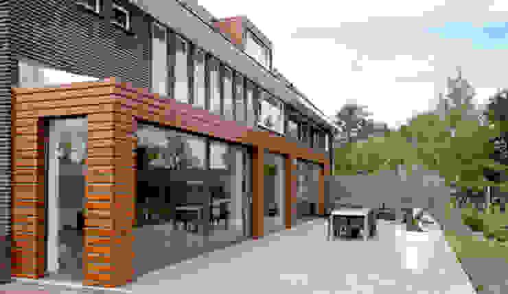 Moderne uitbouw bij bestaand zusterhuis Moderne woonkamers van YA Architecten Modern Hout Hout
