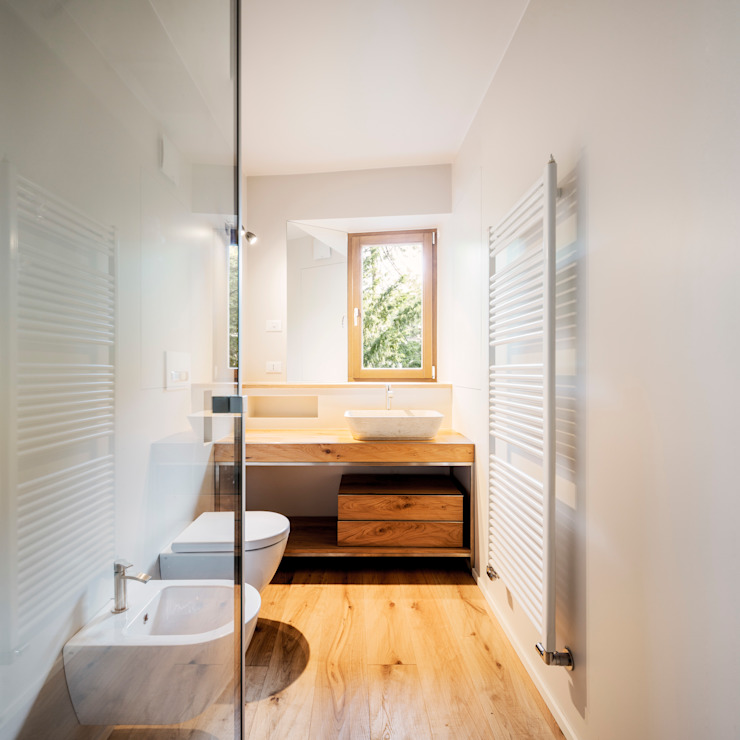 Bathroom by raro, Modern