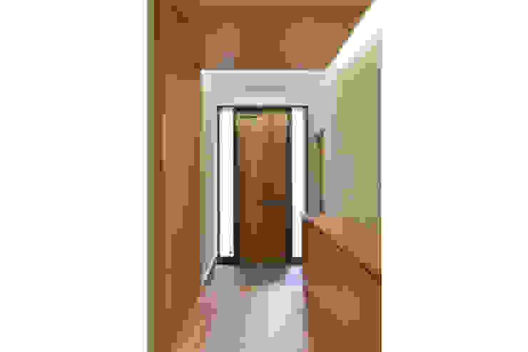株式会社Fit建築設計事務所 Modern corridor, hallway & stairs