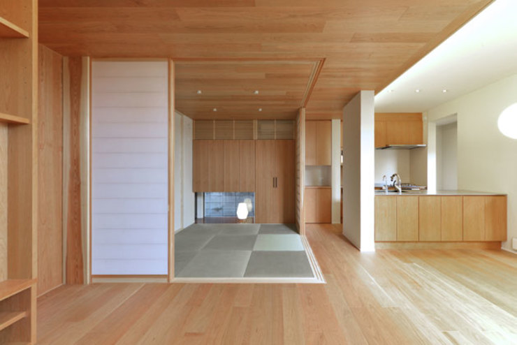 Modern style media rooms by 株式会社Fit建築設計事務所 Modern