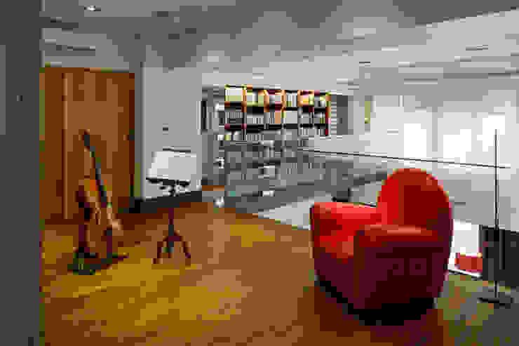Light House- 舊屋翻新 根據 光島室內設計 古典風