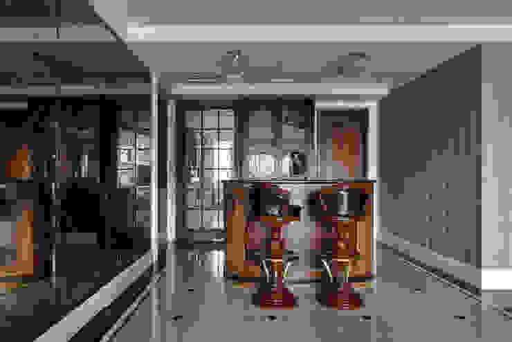 尋找古典的本質:  餐廳 by 大荷室內裝修設計工程有限公司
