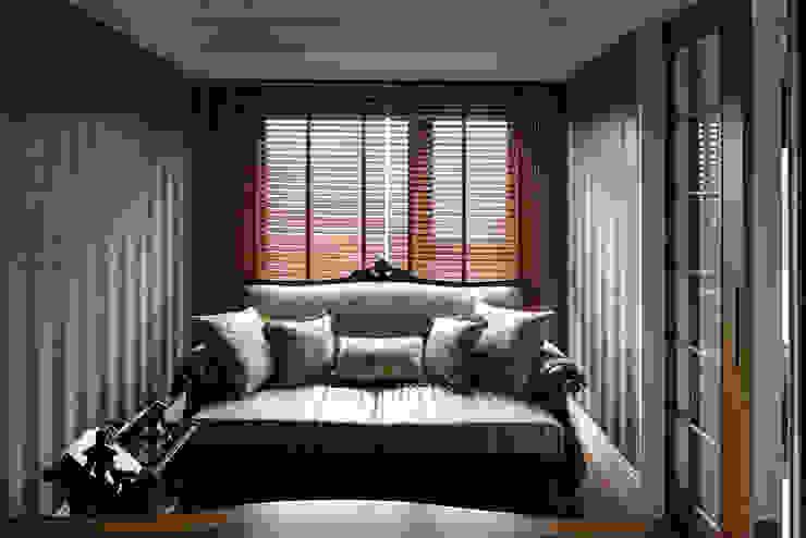 尋找古典的本質 大荷室內裝修設計工程有限公司 書房/辦公室 Brown