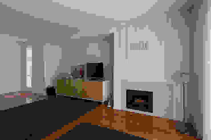 Vista geral da sala Salas de estar modernas por B.loft Moderno