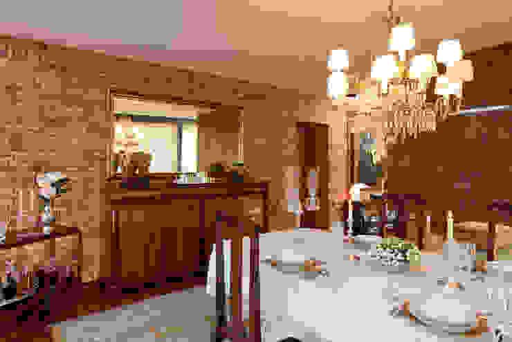 Vista sala de jantar Salas de jantar clássicas por B.loft Clássico