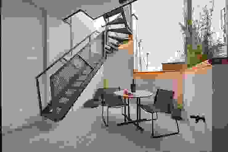 Terrazas de estilo  por FADD Architects, Moderno