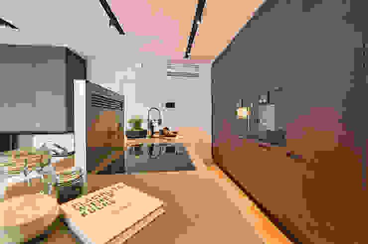 G 43/12 Cocinas modernas de FADD Architects Moderno