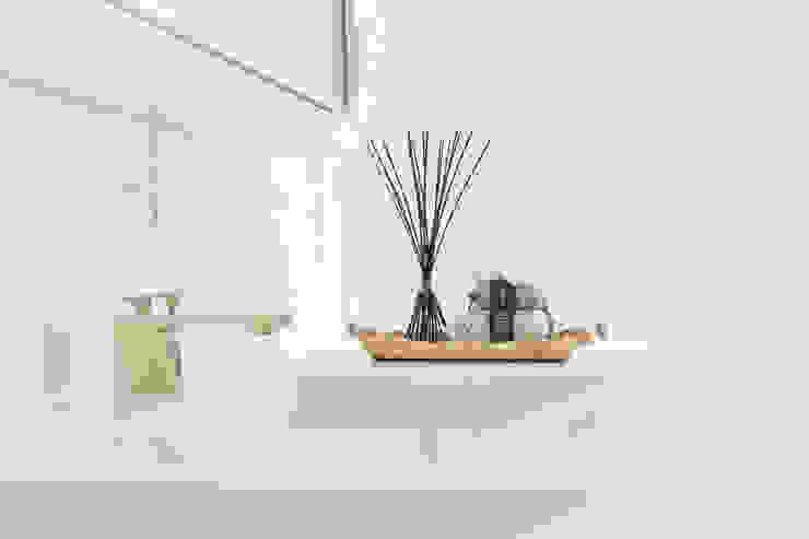 Cassiana Rubin Arquitetura Baños de estilo minimalista
