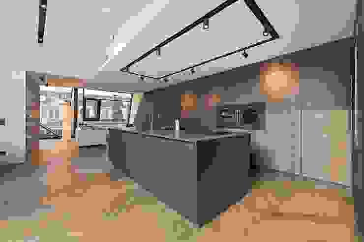 G 43/13 Moderne Küchen von FADD Architects Modern