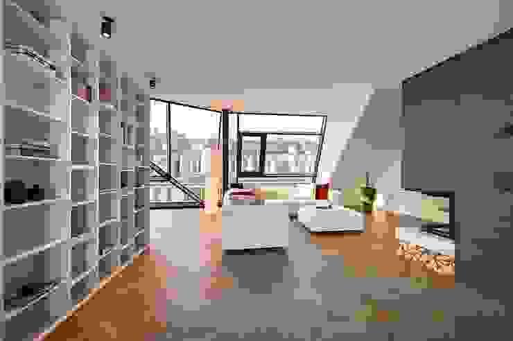 G 43/13 Moderne Wohnzimmer von FADD Architects Modern