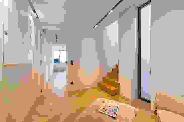 G 43/13 Moderner Flur, Diele & Treppenhaus von FADD Architects Modern