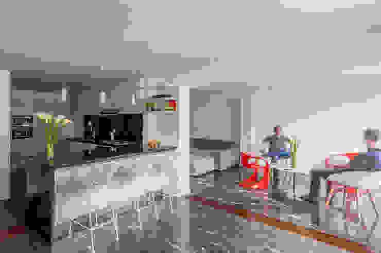 Apartamento LC Cocinas de estilo moderno de CENTRAL ARQUITECTURA Moderno