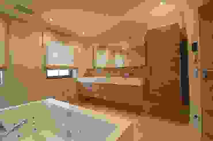 casaio | smart buildings Modern Bathroom