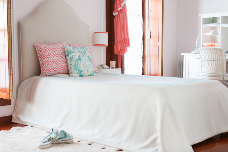 Coral e Aqua quarto de adolescente Quartos modernos por Perfect Home Interiors Moderno